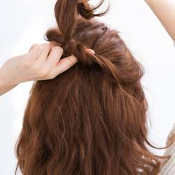 ふわ髪にコサージュ風のハーフアップでワザあり清楚女子1