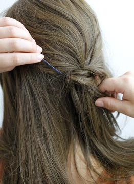 長い前髪がクールな印象を与えるサイドアレンジ3
