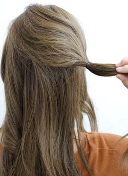 長い前髪がクールな印象を与えるサイドアレンジ2