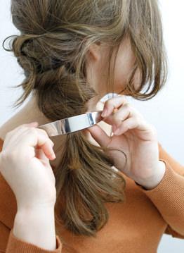 長い前髪がクールな印象を与えるサイドアレンジ6