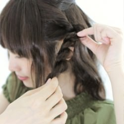 ダウンスタイルが可愛いロープ編みスタイル4