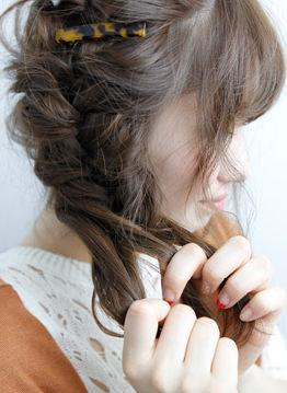 ミデイアムでもおしゃれなサイドまとめ髪4