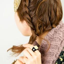 肩に流れる三つ編みヘアアレンジ5