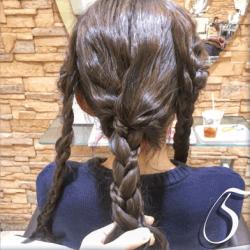 編み込みと三つ編みの合わせ技で作るダウンスタイル5