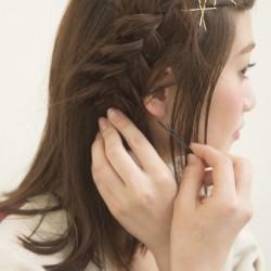 大人っぽい三つ編み 巻かなくてもミディアムヘアでできる海外セレブ風アレンジ5