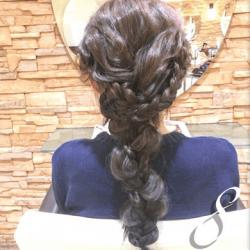 編み込みと三つ編みの合わせ技で作るダウンスタイル8