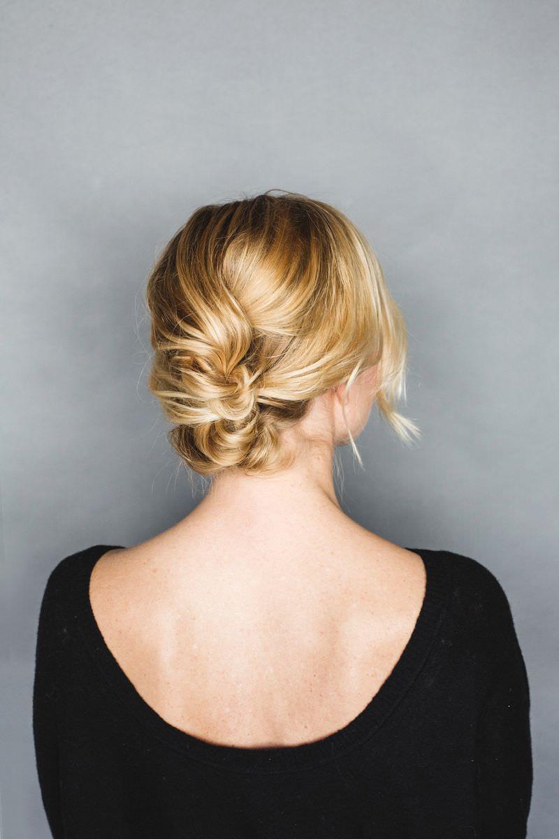 ウェディングドレス別におすすめなヘアスタイル髪型2