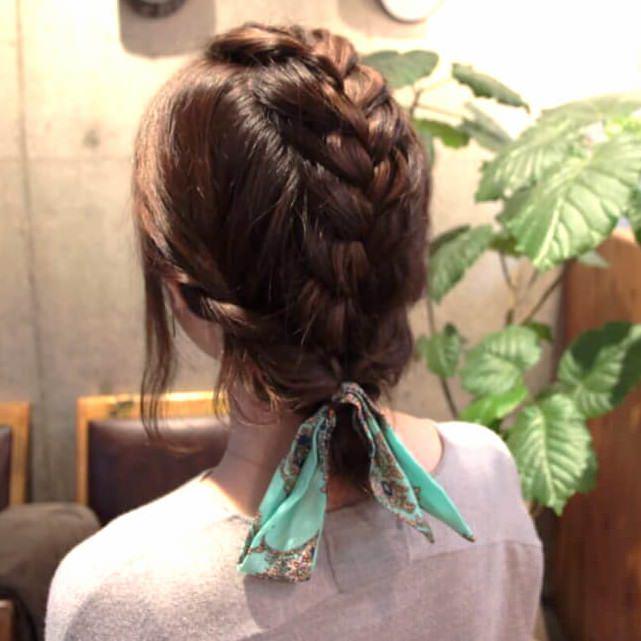 伸ばしかけの髪におすすめのヘアスタイル2