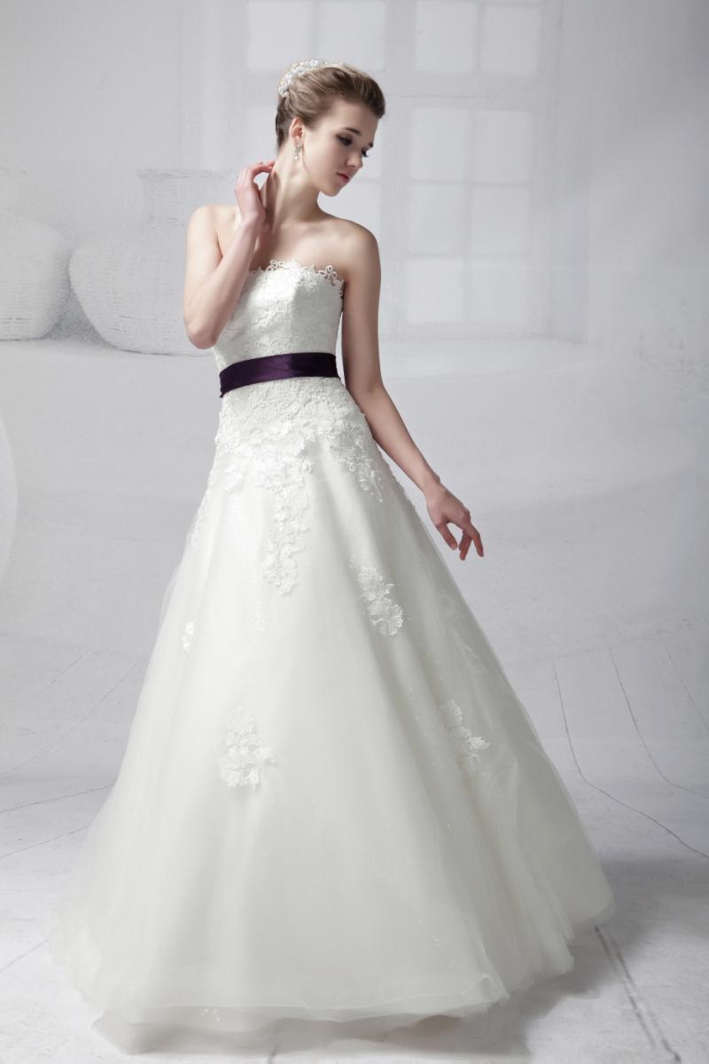 ウェディングドレス別におすすめなヘアスタイル・Aライン4