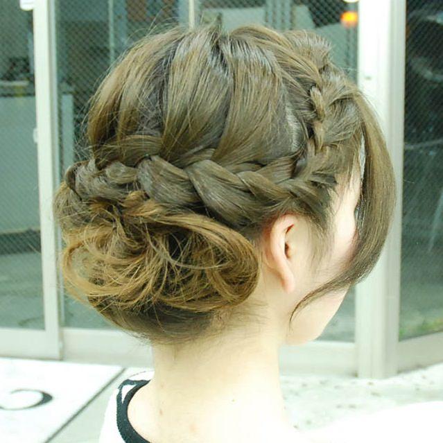 シャンパンカラーのアイシャドウに似合うヘアスタイル髪3