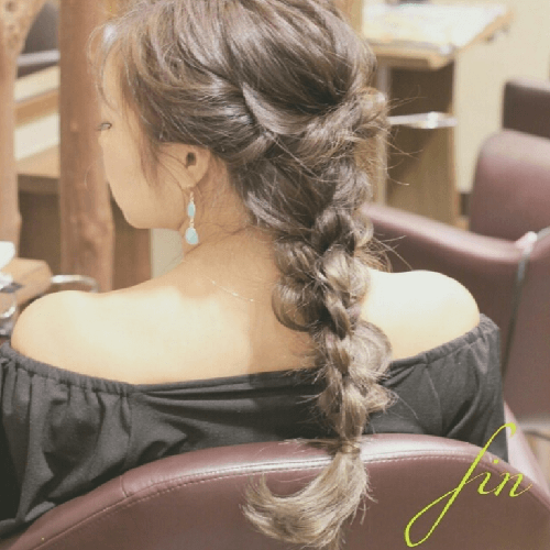 ウェディングドレス別におすすめなヘアスタイル髪型1