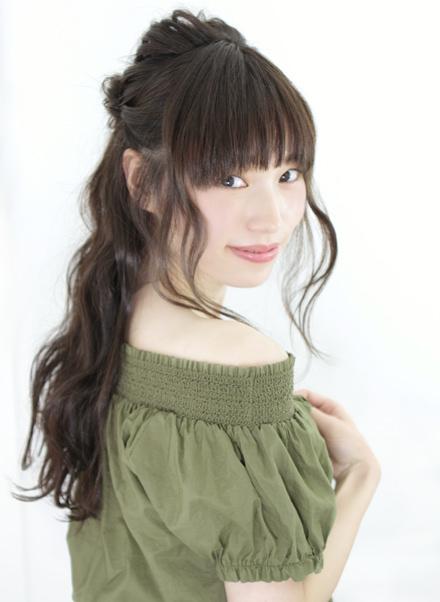 ウェディングドレス別におすすめなヘアスタイル髪型3