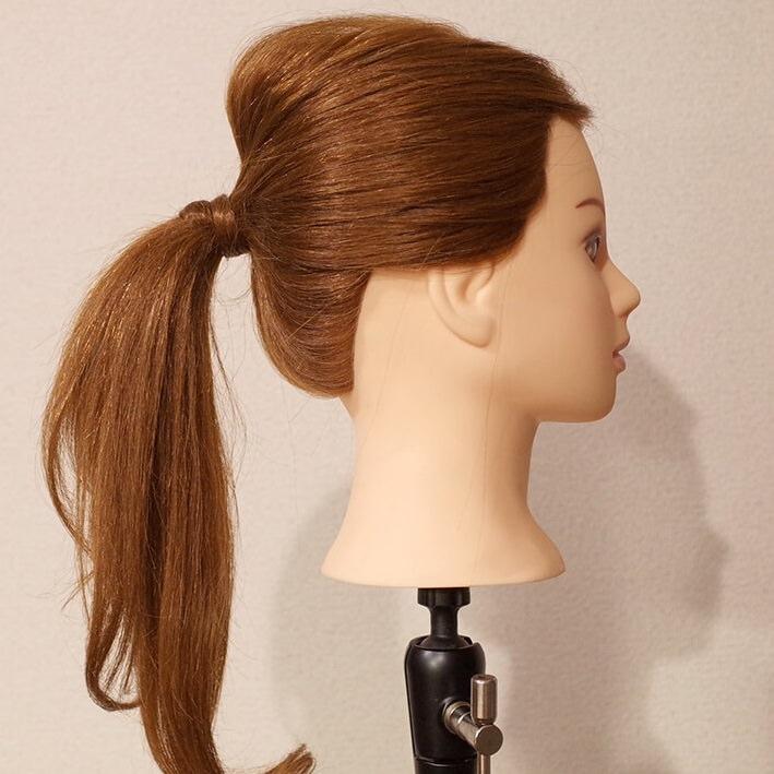 シャンパンカラーのアイシャドウに似合うヘアスタイル髪5