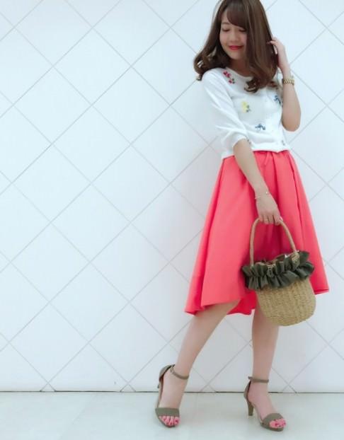 カラースカートに似合うヘアスタイル