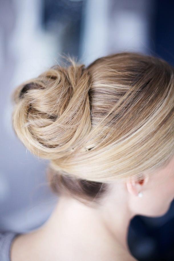 ウェディングドレス別におすすめなヘアスタイル髪型4