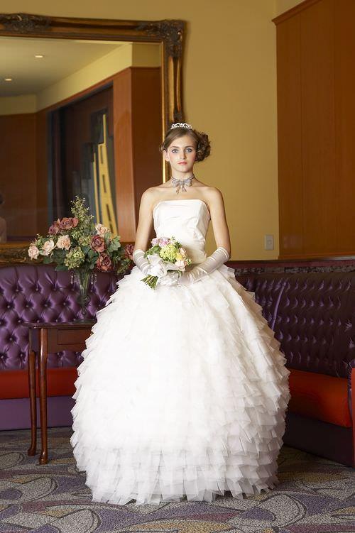 ウェディングドレス別におすすめなヘアスタイル・ベルライン5