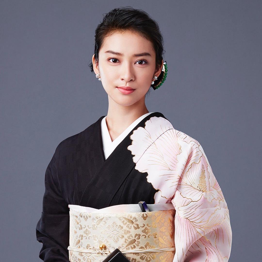 ドラマ黒革の手帖の武井咲さん