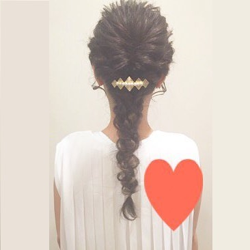 結婚式にオススメなこなれ編み込みヘアー