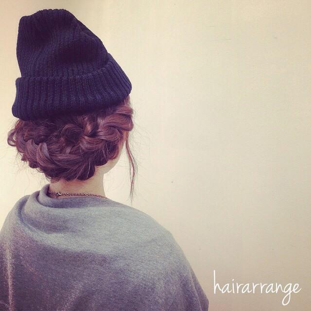ニット帽×まとめ髪