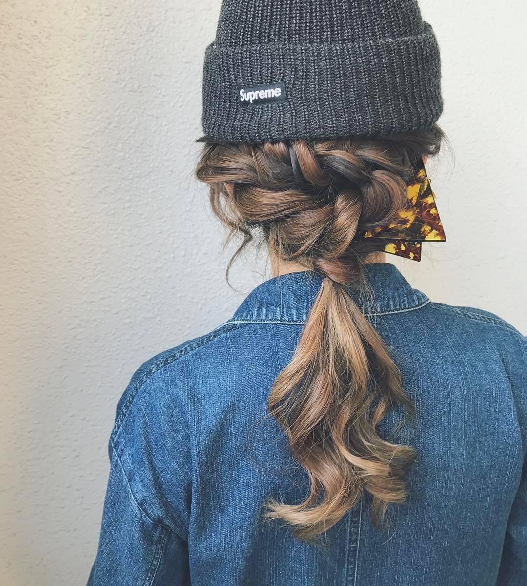 ニット帽×ポニーテール