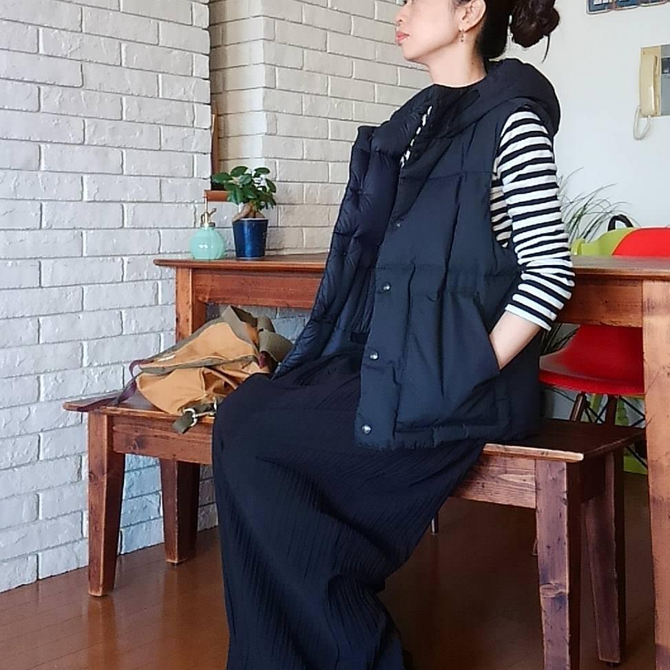 ダウンベスト×三つ編みシニヨン