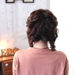 とっても華やか!三つ編みツーサイドダウンヘア