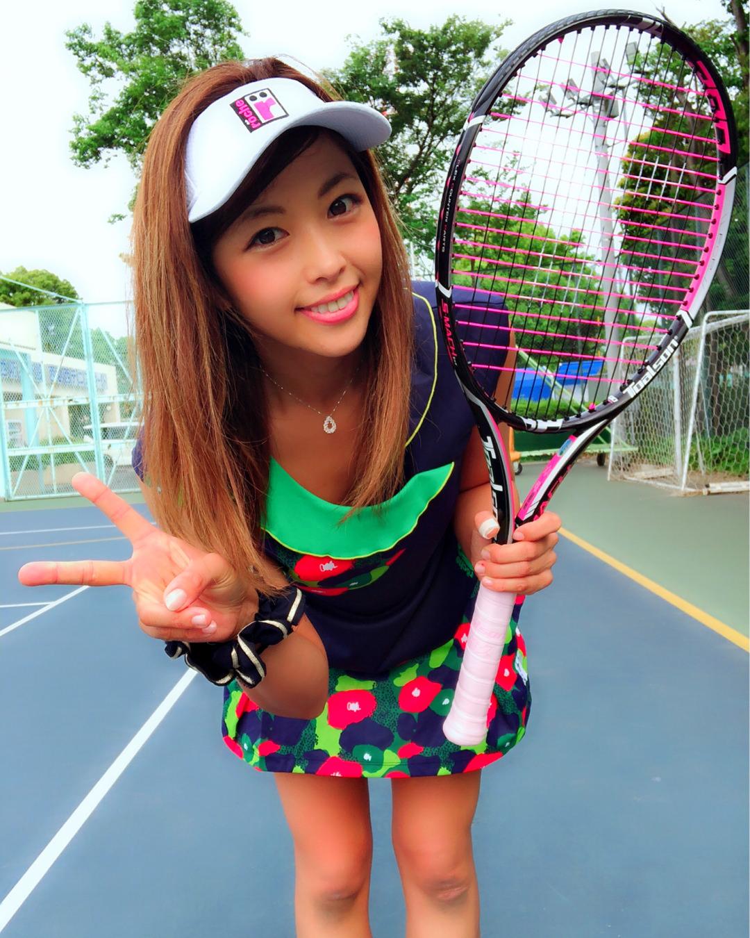 テニスをする時におすすめのヘアスタイルテニス×流し前髪