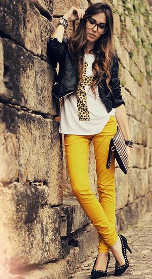 一気に華やぐカラーパンツに似合うヘアアレンジ