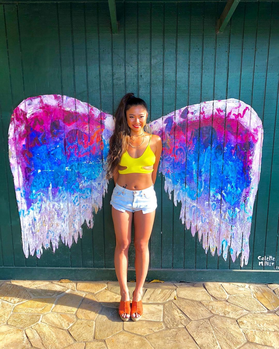 インスタ映え間違いなし!天使の羽が生えた壁とよく合うヘアスタイル4
