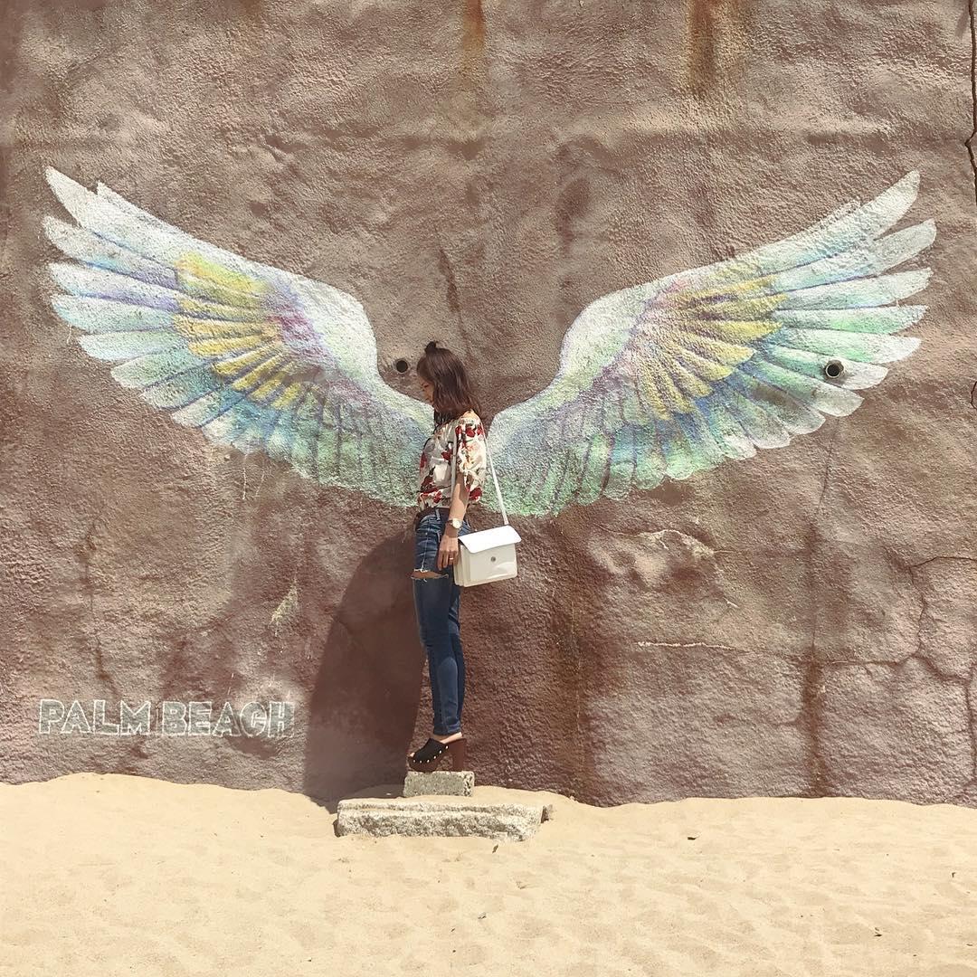 インスタ映え間違いなし!天使の羽が生えた壁とよく合うヘアスタイル3