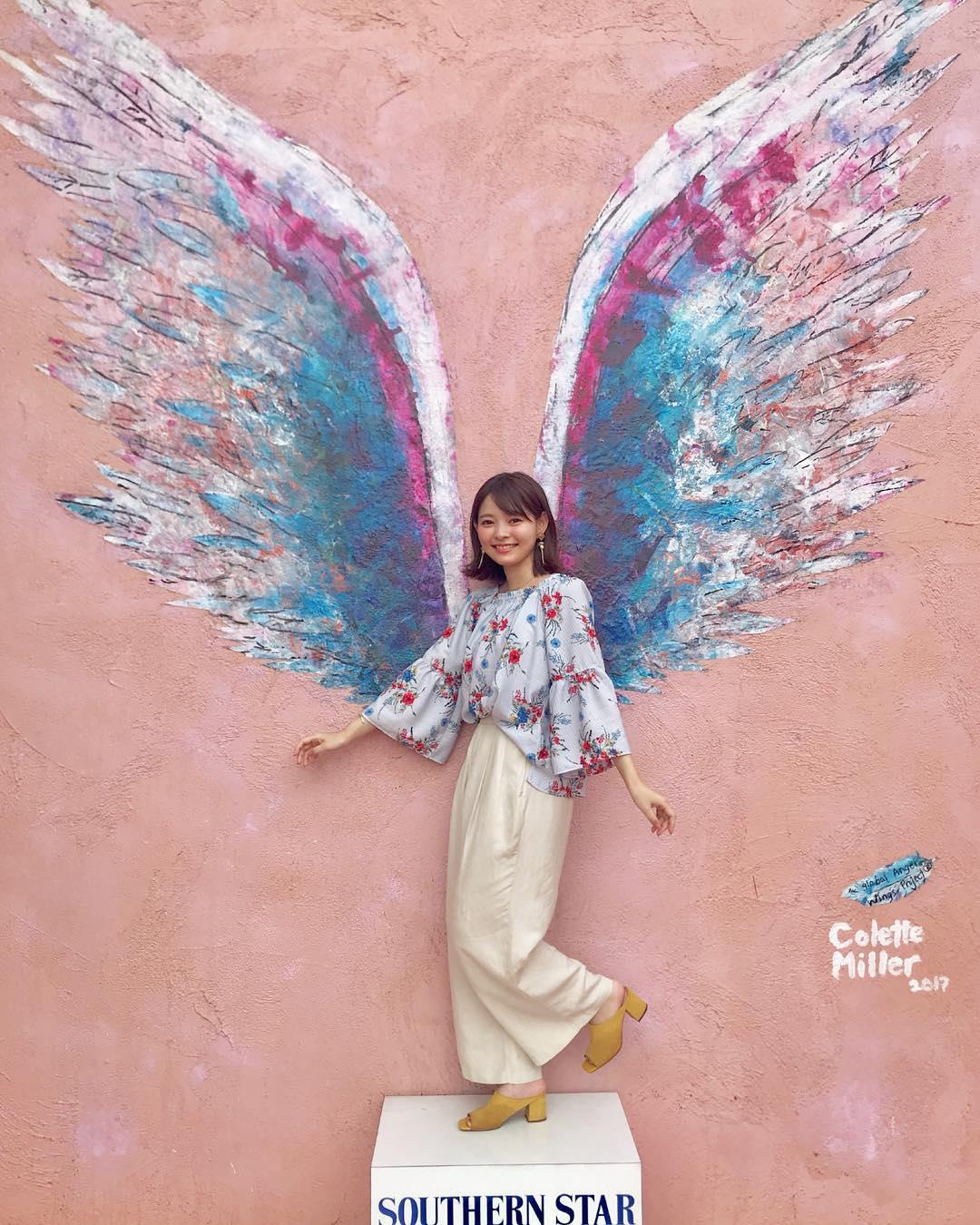 インスタ映え間違いなし!天使の羽が生えた壁とよく合うヘアスタイル5