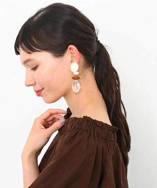 大ぶりイヤリングが映えるヘアスタイル2