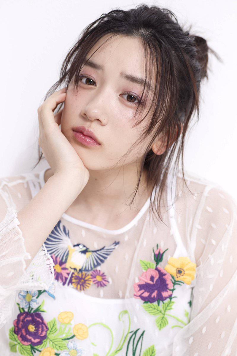 永野芽郁のすっぴん風メイクに似合うヘアスタイル2