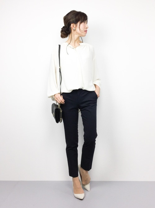 オフィスカジュアルで迷ったらシャツスタイル!定番の白シャツに合うヘアスタイル・髪型1
