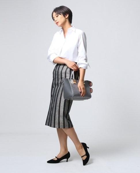 オフィスカジュアルで迷ったらシャツスタイル!定番の白シャツに合うヘアスタイル・髪型