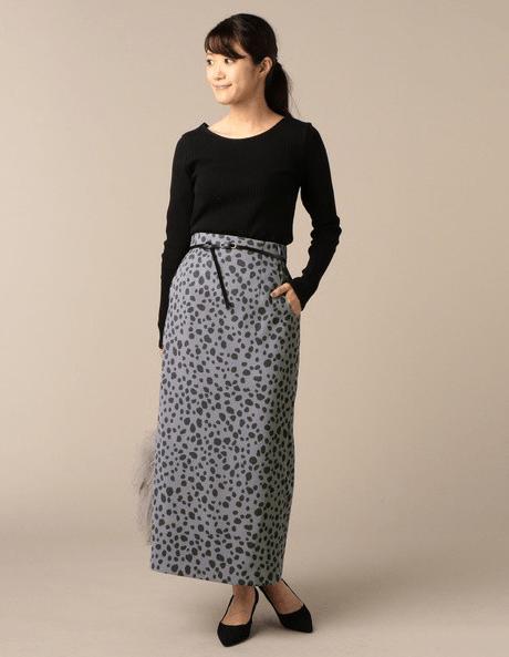 キュートなダルメシアン柄のスカートに合うヘアスタイル4