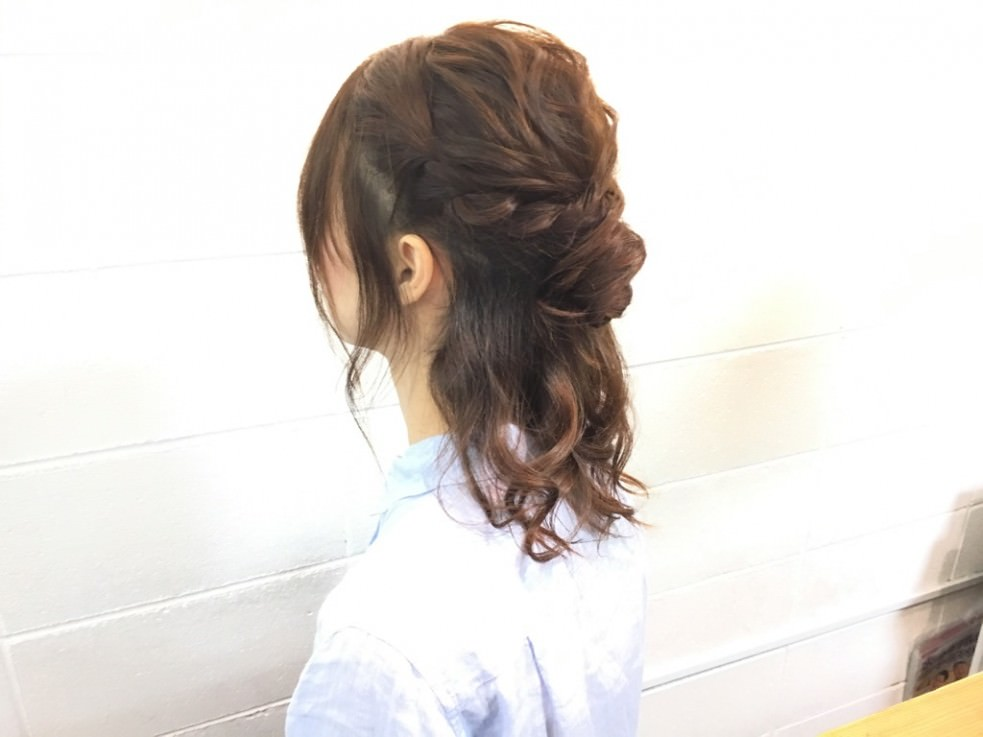 伸ばしかけの髪でできる♡イメチェンハーフアップTOP