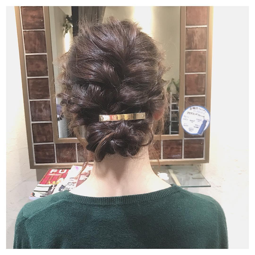 忙しい朝でも◎髪を巻かずにできるヘアアレンジ4