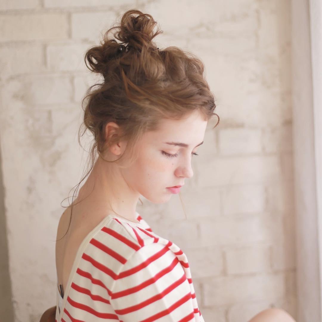 汗でぺったんこになる心配なし◎前髪アレンジでつくるオシャレスタイルトップ