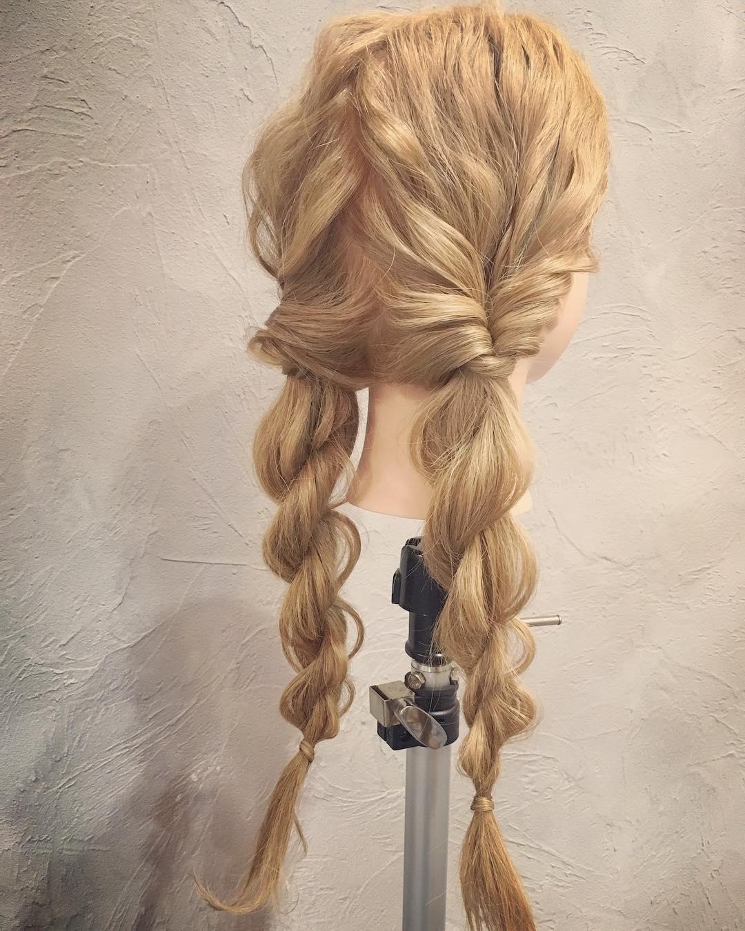 自分で髪が巻けない女子必見☆コテ要らずのゆるふわヘアアレンジ くるりんぱ ロープ編みツイン