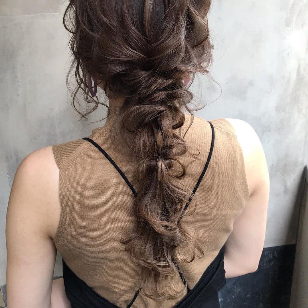 2019年夏のトレンド!サンドカラーのアイテムに合うヘアアレンジ8