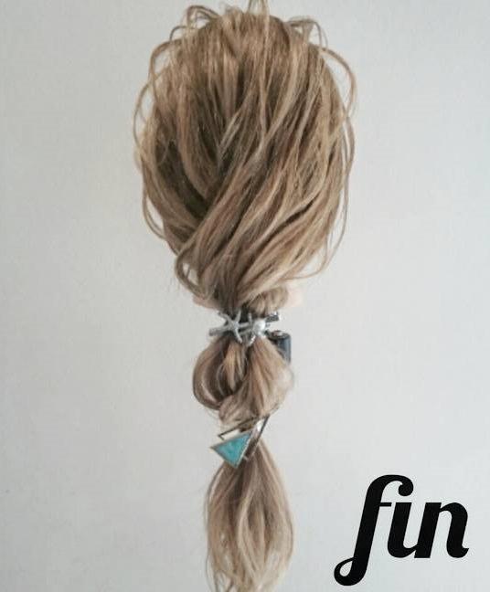 自分で髪が巻けない女子必見☆コテ要らずのゆるふわヘアアレンジ ツイストローポニー