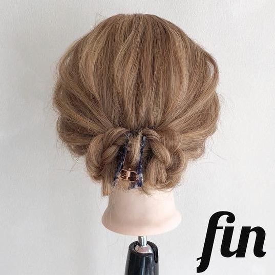 自分で髪が巻けない女子必見☆コテ要らずのゆるふわヘアアレンジ 三つ編みまとめ髪
