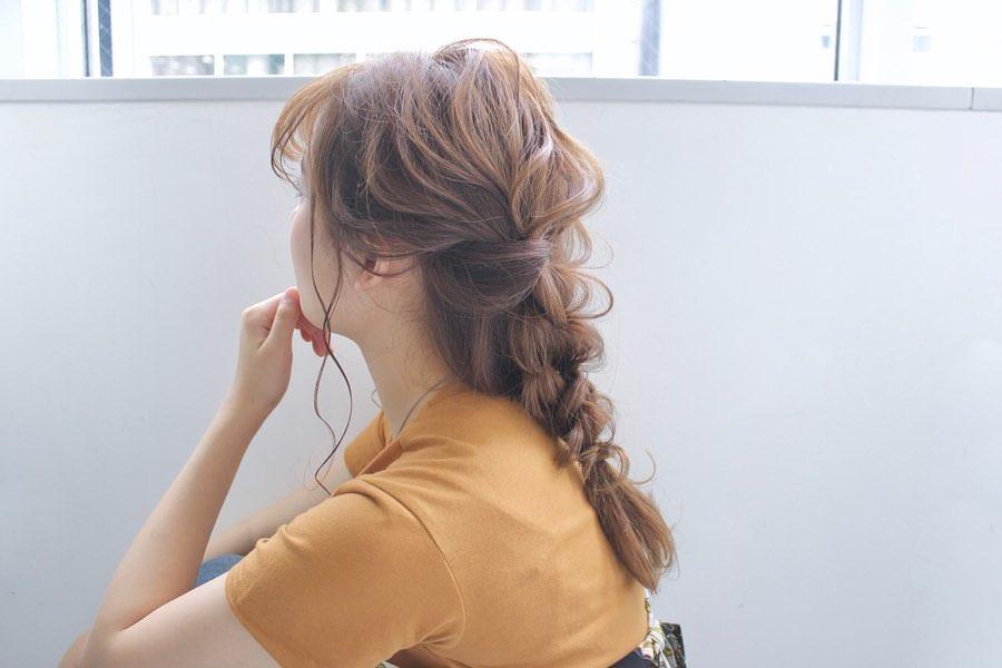 後れ毛で小顔効果?!かわいいのに小顔も狙える欲張りアレンジ 編み下ろし