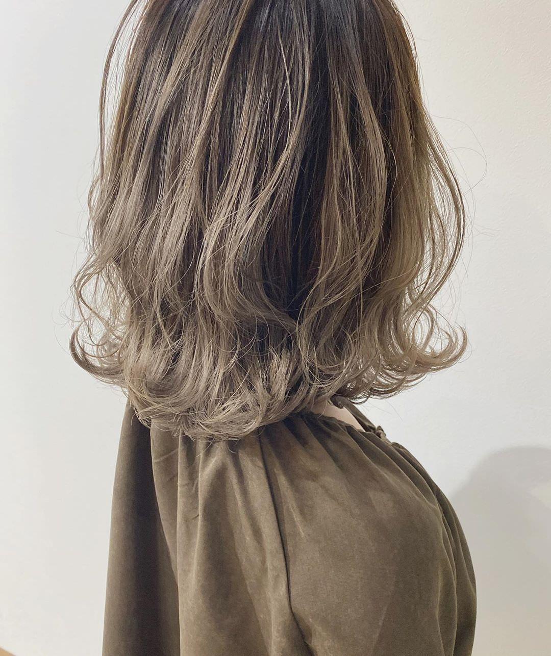 寒いから髪を結びたくない!そんな女子たちにおすすめの巻き髪スタイル3