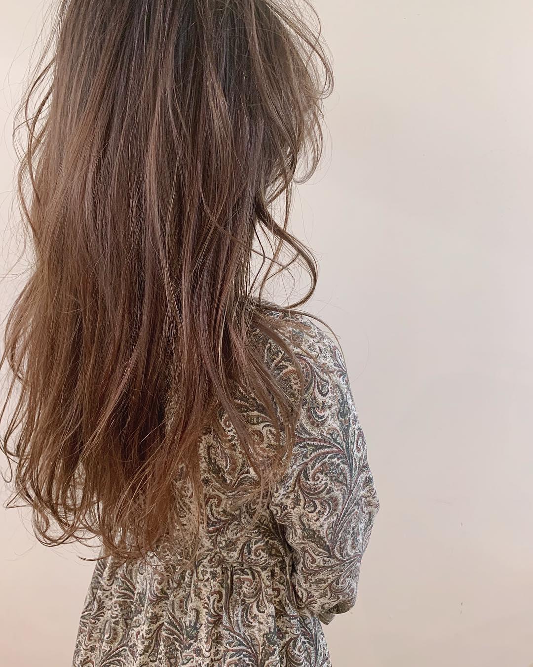 寒いから髪を結びたくない!そんな女子たちにおすすめの巻き髪スタイル8