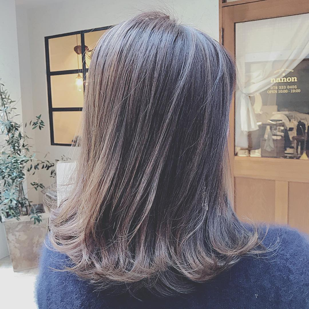 2020年流行カラー、落ち着いた印象の「クラシックブルー」に似合うヘアアレンジ8