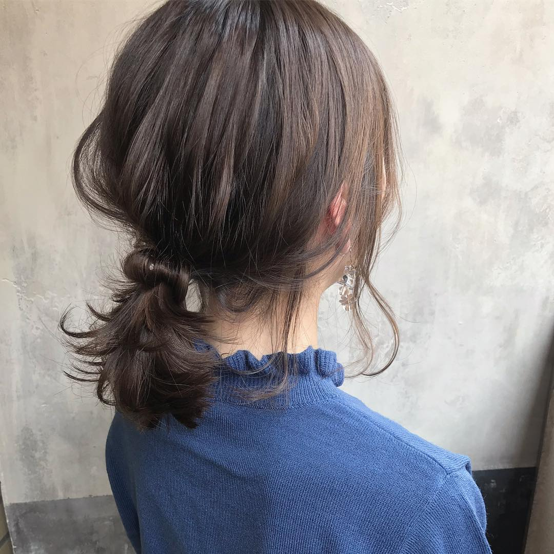 2020年流行カラー、落ち着いた印象の「クラシックブルー」に似合うヘアアレンジ6