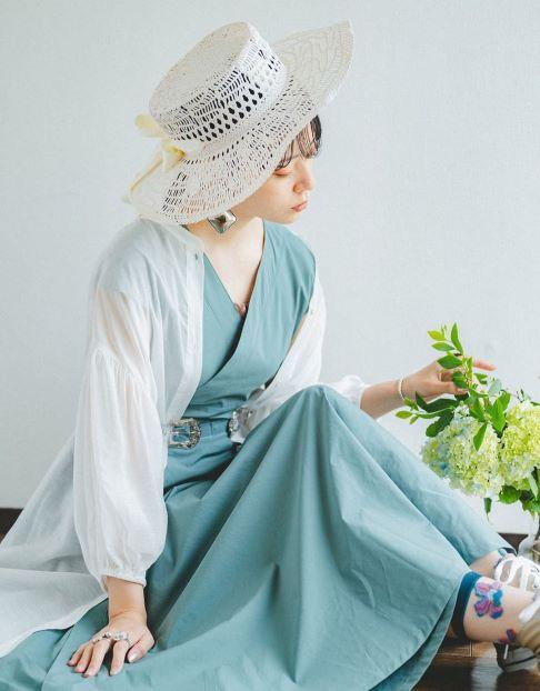 羽織るだけでトレンド感満載☆透けシャツをもっと引き立てるヘアスタイル