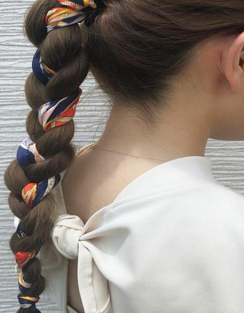 夏コーデの大定番!肌見せで涼しげなノースリーブコーデに合うヘアアレンジ